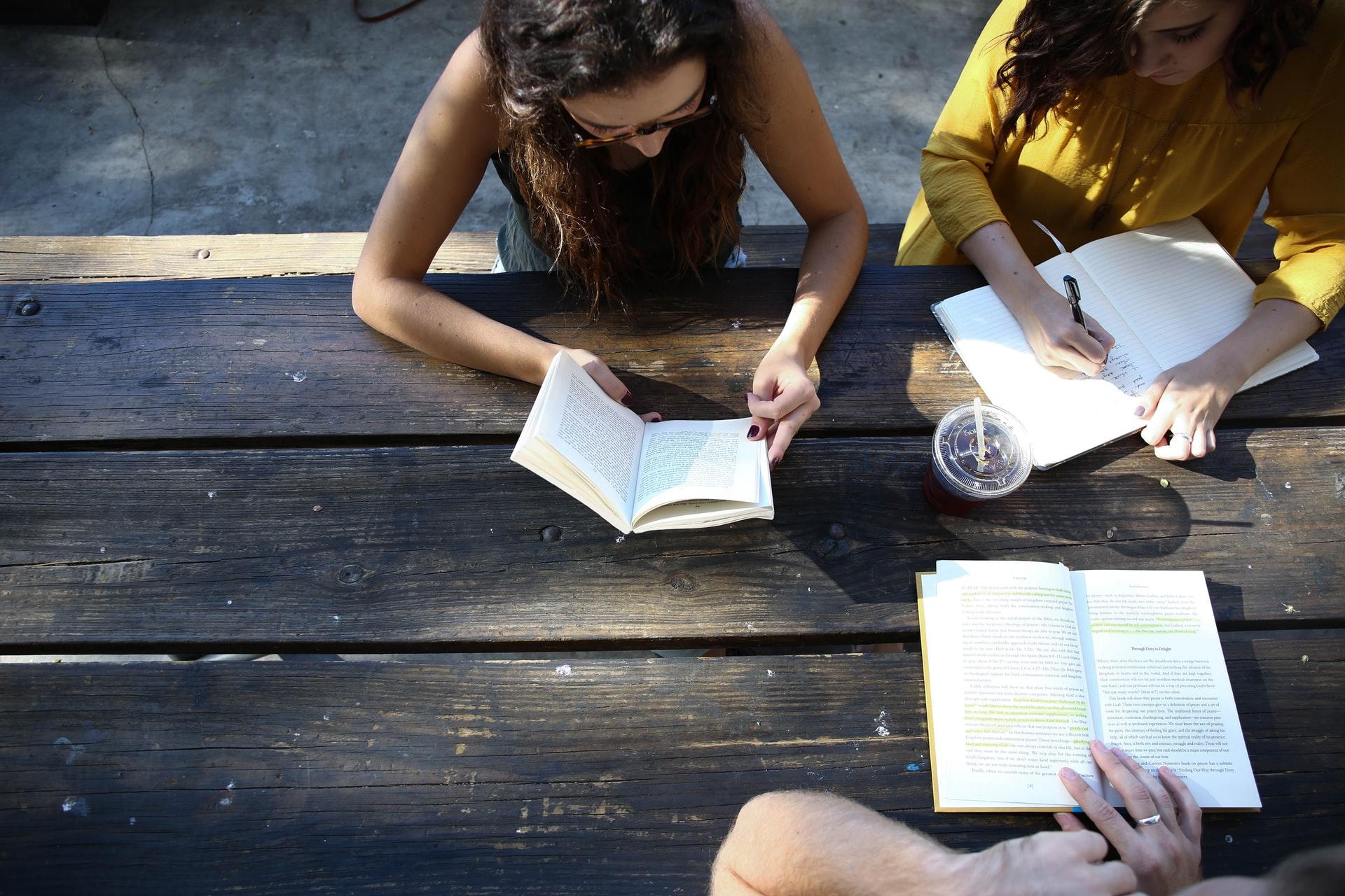 Як аналітика великих даних допомагає втримати студентів у вишах